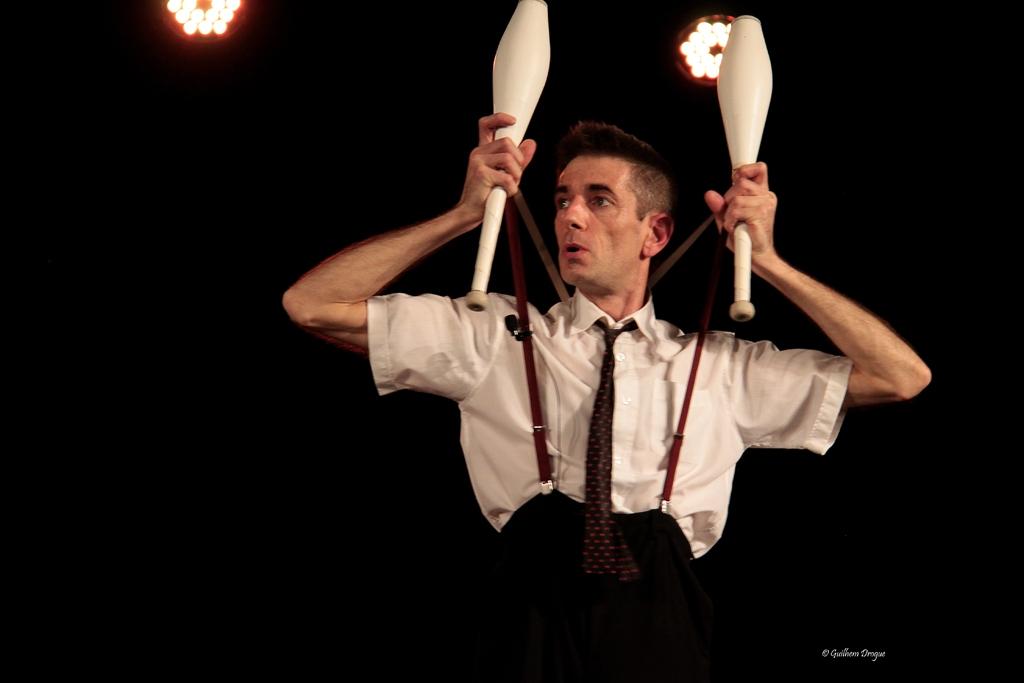 soirée Mimages fait son cirque à Saint-Sylvestre en Ardèche, festival du geste et du Mime, 2018, Mr Fly par Cédric Flahault