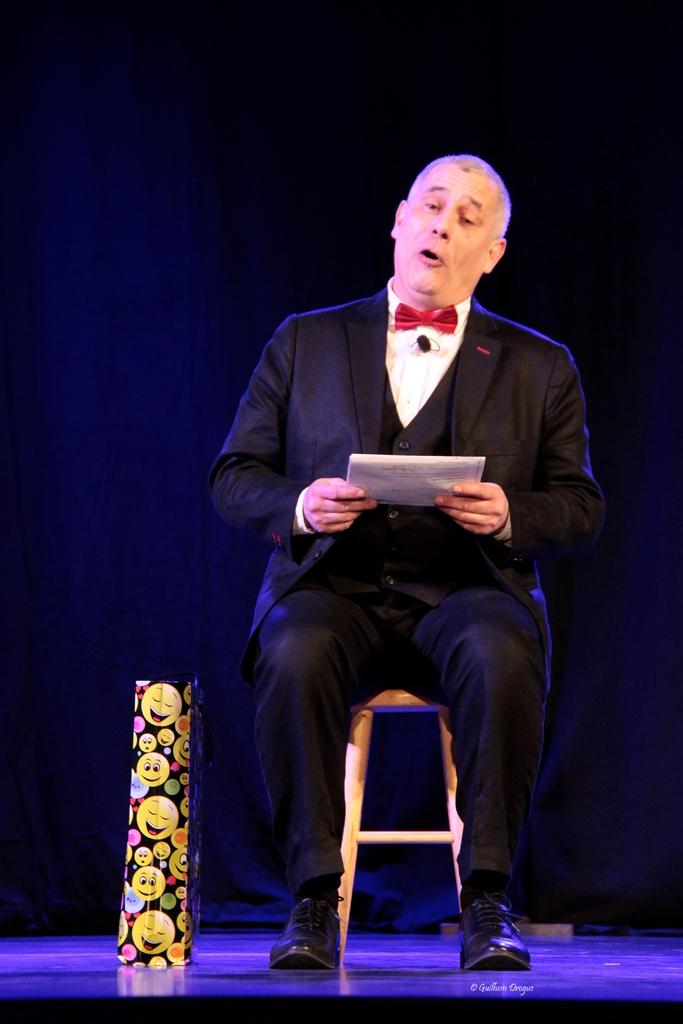 soirée Mimages fait son cirque à Saint-Sylvestre en Ardèche, festival du geste et du Mime, 2018, Thierry Nadalini anime